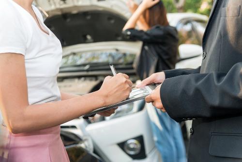determinación de culpas en colisiones de auto